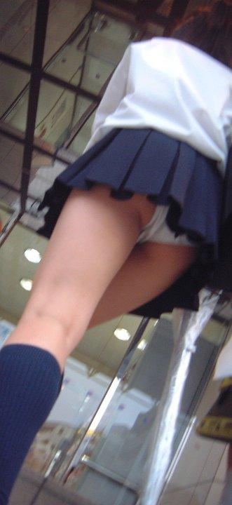 女子高生のパンチラ5