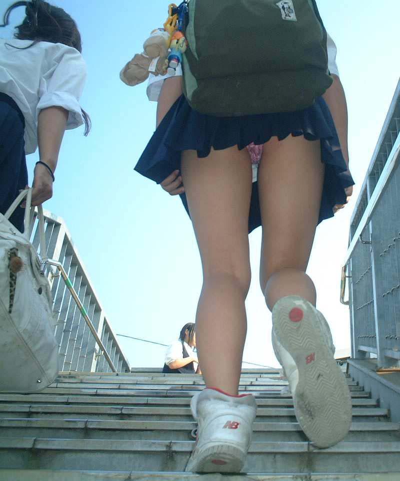 女子高生のパンチラ41