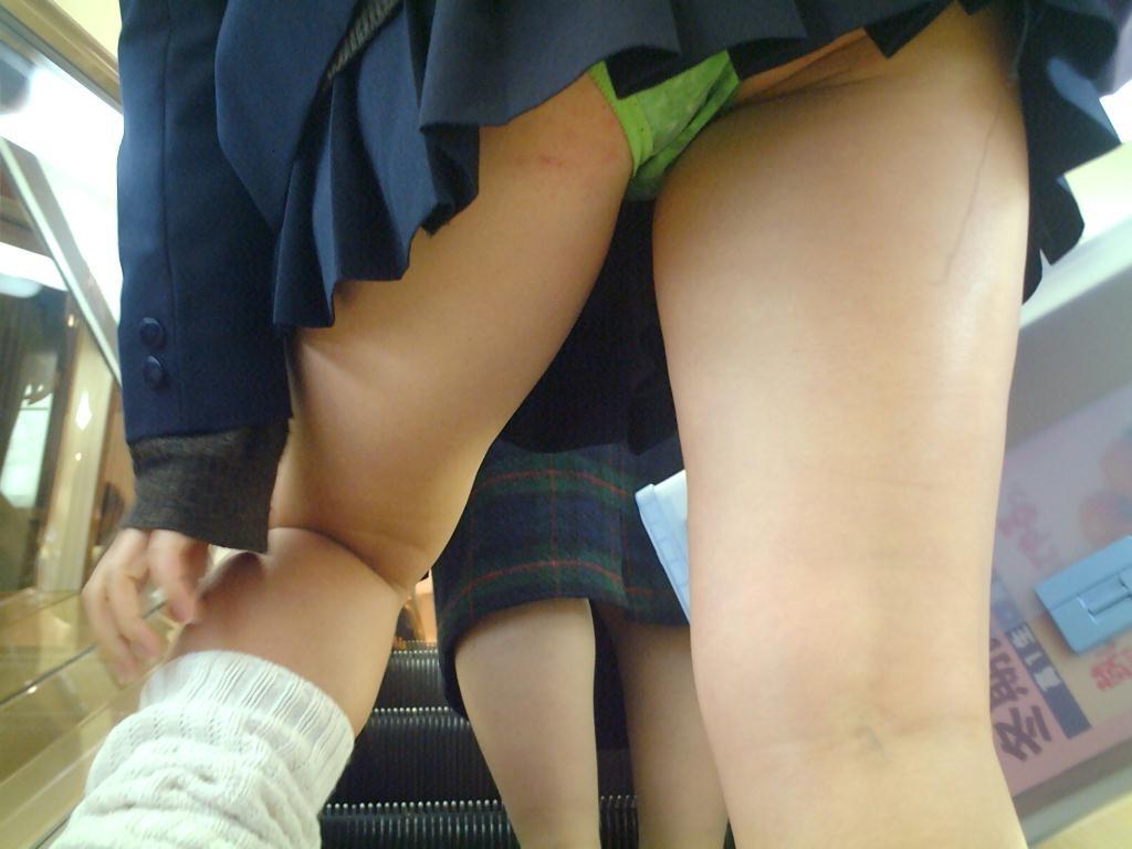 女子高生のパンチラ143